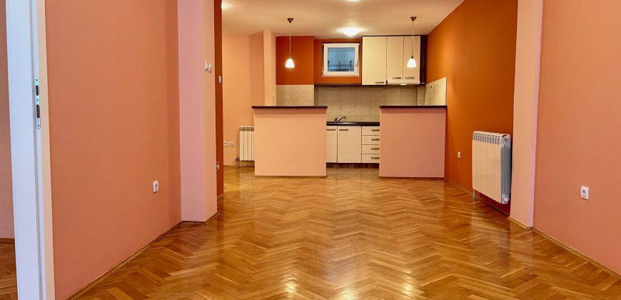 Dvosoban stan, 51 m2, Zvezdara, Đeram, Lion
